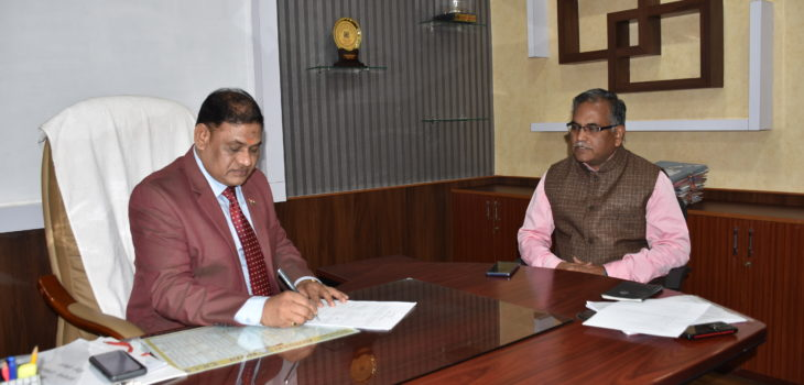 नवागत रीवा संभाग कमिश्नर डॉ. भार्गव ने किया पदभार ग्रहण