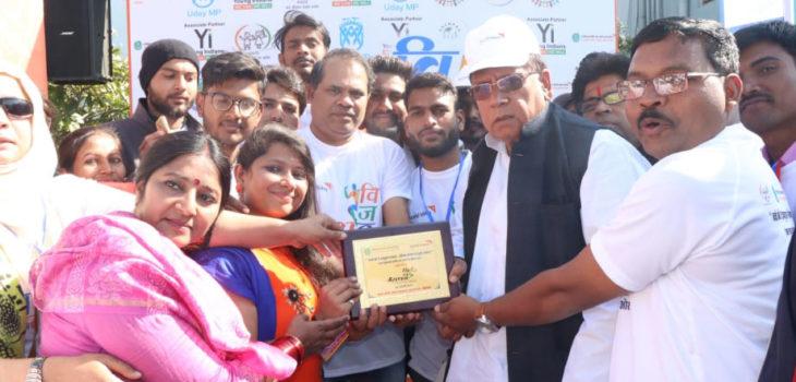 जनसम्पर्क मंत्री श्री शर्मा ने किया मैराथन सहभागियों का उत्साहवर्धन