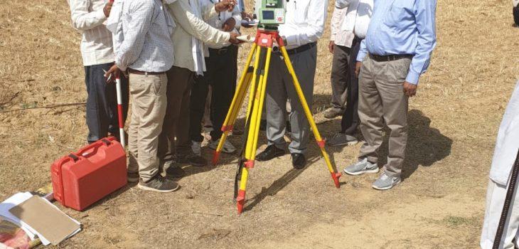 जिले में सीमांकन अभियान का हुआ शुभारंभ  कलेक्टर की उपस्थिति में डीटीएस मशीन से किया गया सीमांकन